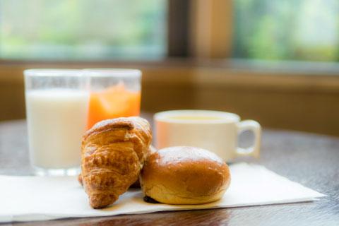 軽朝食付プラン限定、ご宿泊者様へ無料朝食のご用意をしています。